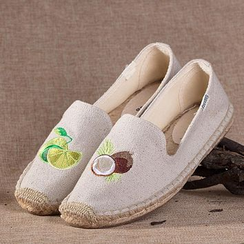 Soludos Coconuts Platform Smoking Embroidery Slipper Beige