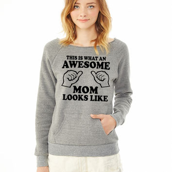 What an awesome mom looks like ladies sweatshirt