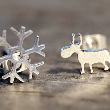 Dainty Stainless steel Silver plated christmas snow crystal reindeer stud earrings (EA00017)