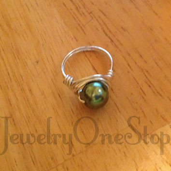 Green Pearl ring, ring size 8, sterling ring,silver plated ring, wire ring