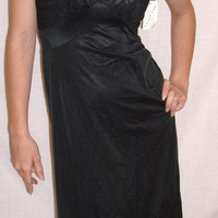 Vintage 1950 Vanity Fair Black Full slip NEW NWT NOS Size 32