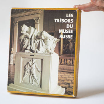 The State Russian Museum book, 200 Russian art reproductions, paintings, sculptures, graphics art book, museum book in French 1975