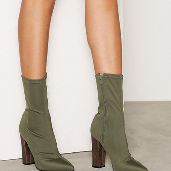Pointy Stretchy Boot, NLY Shoes