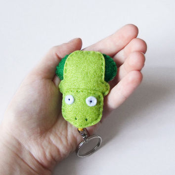 Felt frog keychain charm, green cute stuffed toad, fabric accessory for bags and backpacks