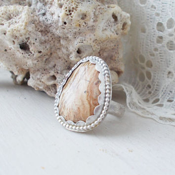 Picture jasper sterling silver cocktail ring, scalloped beachy style bezel, light brown stone, earthy veined cabachon, size 7 1/4