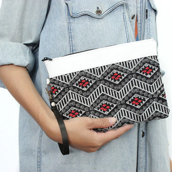 Wristlet Purse With White Trim Leather HMONG Handmade Thailand (BG282WEL-3C4)