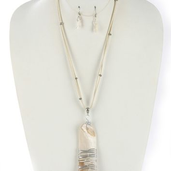 White Oyster Shell Finish Pendant Necklace And Earring Set