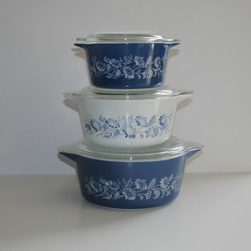 PYREX Colonial Mist Set of 3 Cinderella Casseroles With Lids - (500.46)