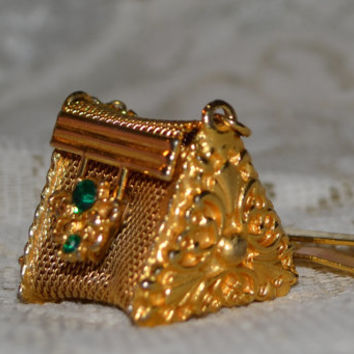 Vintage Gold tone mesh rhinestone pill purse with clip