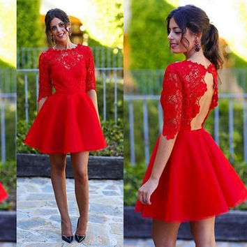 Stunning Red Lace Cocktail Dresses Sexy Keyhole Open Back Short Party Dress Illusion Crew Neck Mini Prom Gowns with Half Sleeves