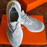 NIKE Epic React Flyknit Wolf Grey AQ0067-002 Men's Size 9.5 LIMITED