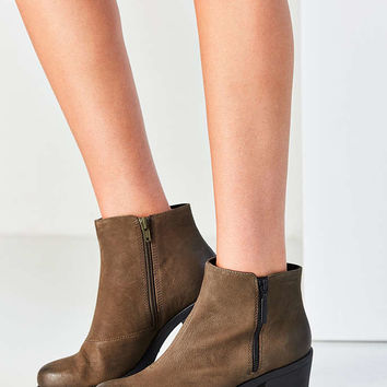 Vagabond Nubuck Grace Double Zip Ankle Boot - Urban Outfitters