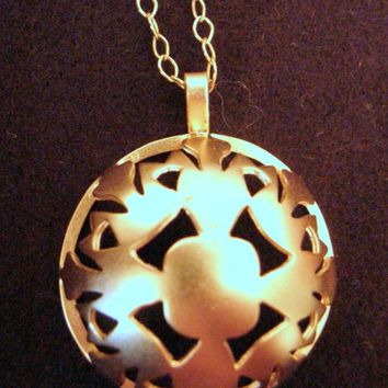 Gold plated brass Rounded Snowflake necklace, Snowflake pendant, snowflake jewelry,Christmas jewelry gift, Christmas snowflake