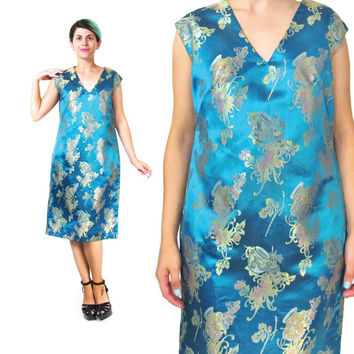 1960s Chinese Brocade Dress Gold Blue Satin Dress Sleeveless Cocktail Dress Asian Embroidered Floral V Neck Novelty Print Sheath Dress (M/L)