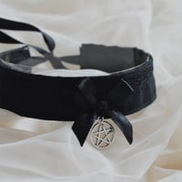 Black magic kitty - gothic witch choker with pentagram pendant - lolita kitten play collar