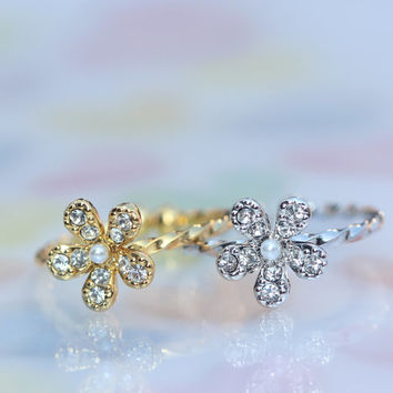 adjustable Wild flower ring/Lovely and  delicate/Twist band/ seed pearl