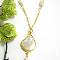 White Pearl Pendant Necklace Single Strand Gold Chain Short Handmade