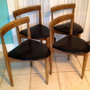Set of 4 Mid Century Modern Hans Olsen design style three legged chairs