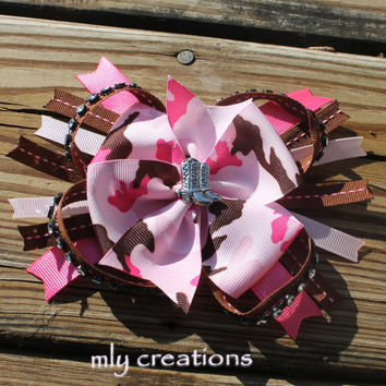 cowgirl, cowgirl bow, country girl, pink and brown, pink bow, cowgirl boots, pink camo, pink camo bow, horses, rodeo, camouflauge hair bow,