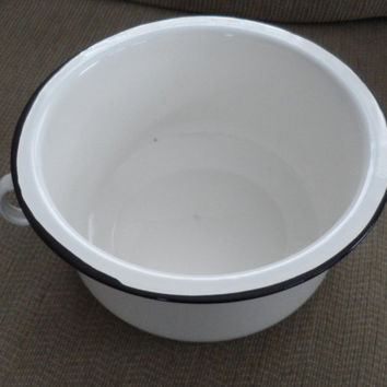VINTAGE CHAMBER POT/Goesunder/ 4 The Bedroom/4 Under The Bed/Shabby Chic Enamel Planter/4 Cottage Use/4 Travel Use/4 Camping/4 Bed Chamber