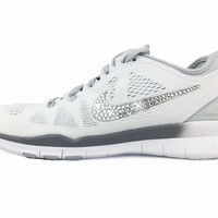 CLEARANCE - Nike Free 5.0 TR Fit 5 - size 7.5 - White/Silver - HAS WRITING ON BOTTOM OF LEFT SHOE. SEE ADDITIONAL PICTURE!