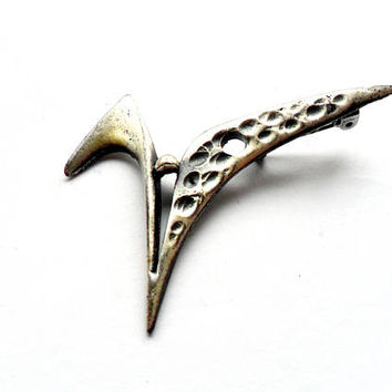 Vintage Modernist Brooch - Pewter Metal - Silver Tone Metal - Brutalist Design - Broach Pin - Swoosh V Design - Modern Abstract