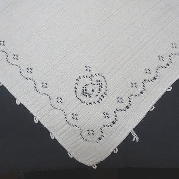 Set of 4 Vintage 1970s Ivory Linen Woven Dinner Napkins with Lace Apple Corner, Picots, 16 Inches Square, Vintage Linens, Home Decorating