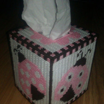 Ladybug Tissue Box Cover in Plastic Canvas