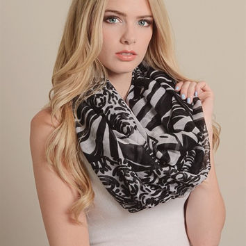 Abstract Infinity Stripe Scarf