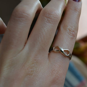 Sterling Silver, 925 Infinity ring, Sisters Ring, Best Friend Ring couples ring. sisters infinity ring. mothers ring. Mothers Day