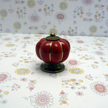 Red Cabinet Drawer Round Pumpkin Style Knob Handle Kitchen Dresser Furniture Decorative Hardware Ceramic Gold Pin Stripe Antique Bronze