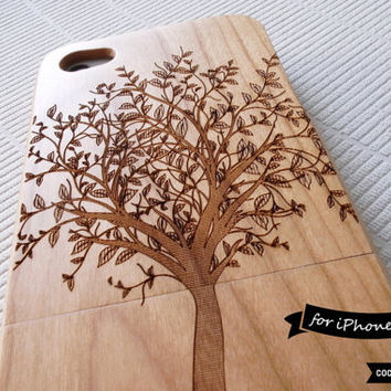 SALE30%OFF: Natural Wood iPhone 4 Case - Engraved Tree iPhone Case // Forrest, Sculpture, Cherry Wood, Art, Gift, Laser Engraving, Nature