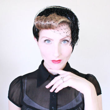 1950s Hat / VINTAGE / Feathers / Black / Ivory / Bow / Netting / 50s Fascinator / GORGEOUS