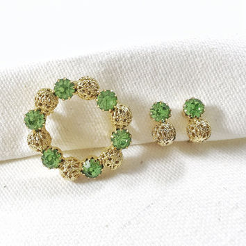 Green rhinestone circle brooch and earrings, green rhinestone earrings, gold circle coat pin, vintage brooch, vintage earrings