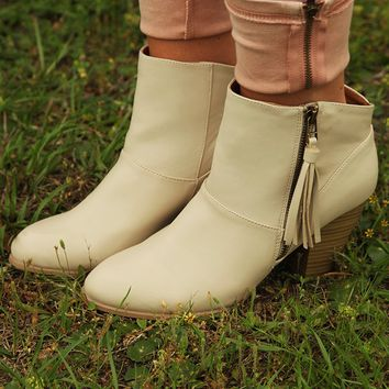 Find My Way Booties: Ivory