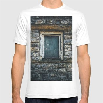 Who's That Peepin' In The Window? T-shirt by Mixed Imagery