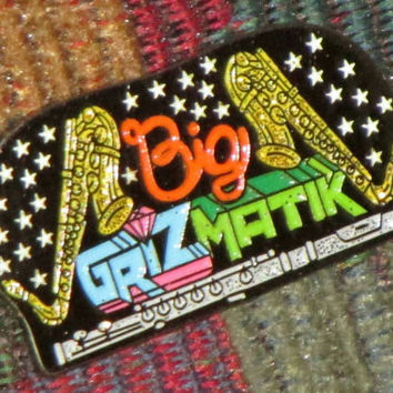 Big grizmatik hat pin