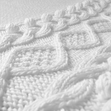 White fun bobbles blanket