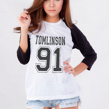 Louis Tomlinson One Direction T-Shirt Sweatshirt for Teen Teenage Girls Teenager Tumblr Instagram Clothes Dope Fashion Shirt Birthday Gifts