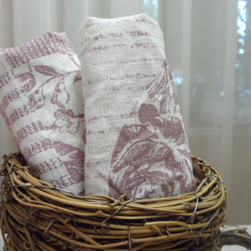 Linen Dinner Napkins. Lilac and white linen napkins 14'' x 14'' Cloth napkins Lilac
