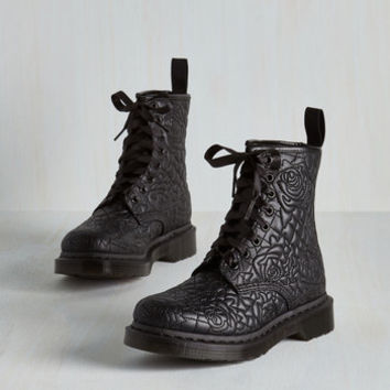 Statement Front Rose Center Boot