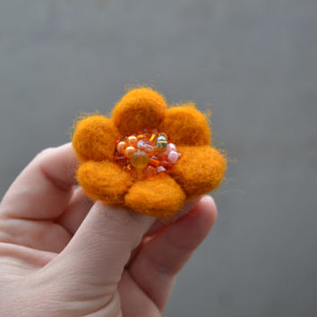 Little Needle Felted Brooch Pumpkin Orange Wool Felt Flower, Small Felt Flower Pin,Flower Brooch, Felted Flower,Corsage Brooch,Woolen Brooch