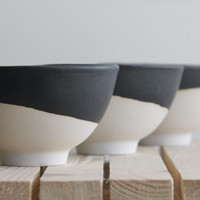 Ceramic bowl in white with black mat glaze.Great for serving soups and desserts. Urban and modern look.