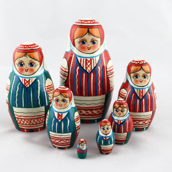 Matryoshka Russian Nesting Doll Babushka Beautiful Belorussian National Costume Set 7 Pieces Pcs Hand Painted Handmade Souvenir Handicraft