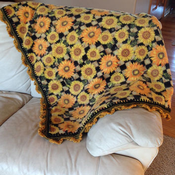 Sunflower Fleece Blanket w/ Sunflowers Crocheted Along the Edge // Large Elegant Throw // Beautiful in Any Room // - Gift For Her
