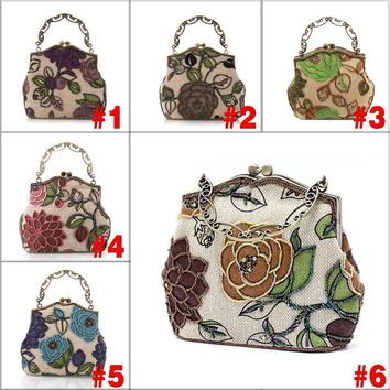 2017 Chinese Vintage Style Moonflower Beaded Bag Old Shanghai Handbags Cheongsam Matched Bag Lady Dinner Bags AGD