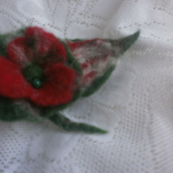 Felt flower brooch Christmas, Felt white green red poppy flower, Christmas gift, Christmas wool brooch,little poppy brooch, felt pins,unique