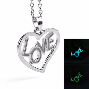 Fashion Luminous Chain Necklace Shellhard Glow in the Dark Love Heart Pendant Necklace Charming Jewelry Accessories Gift