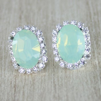 crystal earrings wedding ,mint green crystal stud earrings,seafoam earrings,mint green oval crystal earrings,swarovski,mint green jewelry