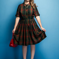 Vintage early 1960s Cos Cob plaid dress / button front / peter pan collar / full pleated skirt / size L